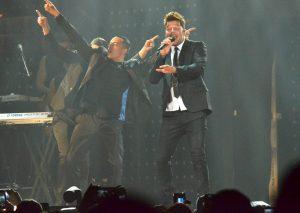 50611004. Monterrey.- El cantante puertorriqueño Ricky Martin,  puso a bailar a 12 mil personas, durante la primera de dos presentaciones con su One World Tour, en la Arena Monterrey. NOTIMEX/FOTO/JUAN CARLOS PÉREZ/FRE/ACE/