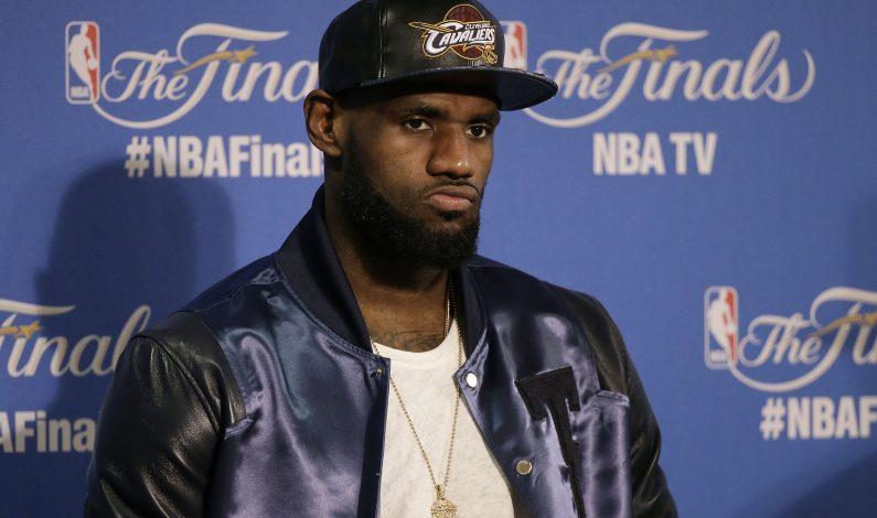 LeBron James optaría por ser agente libre