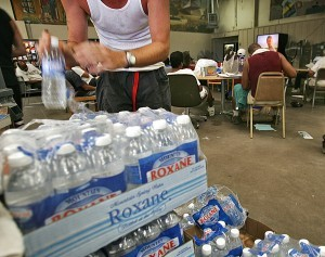 Las donaciones son deducibles de impuestos y pueden ser entregadas en los centros familiares de la Ciudad de Phoenix. Foto: AP