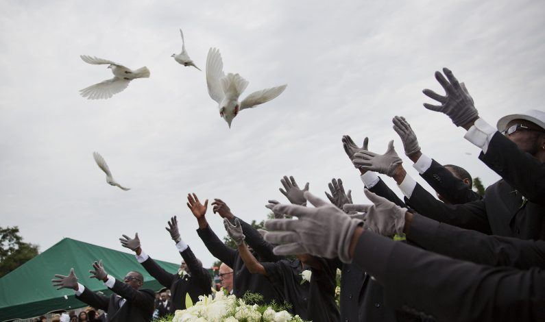 Charleston: Inician funerales de víctimas de masacre
