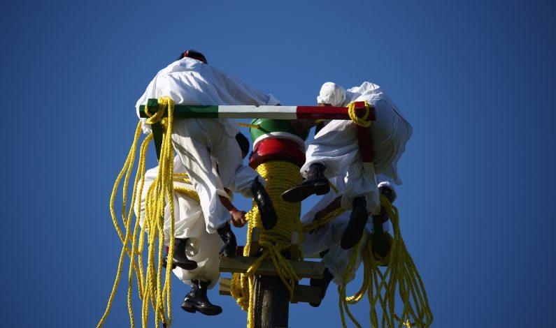 Voladores de Papantla inauguran emblemático festival de Glastonbury