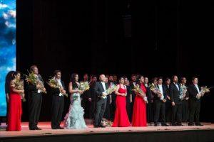 Acompañado por siete solistas, interpretó fragmentos del repertorio que ha forjado su carrera en los principales escenarios operísticos del mundo. Foto: Auditorio Nacional. Fernando Aceves
