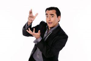 Adal espera que por fin le autoricen un programa para los sábados por la noche. Foto: Cortesía de Televisa