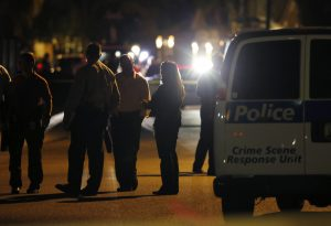 Investigadores hallaron además numerosos casquillos en la escena. Foto: AP
