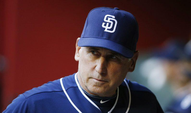 Padres de San Diego despiden al manager Bud Black