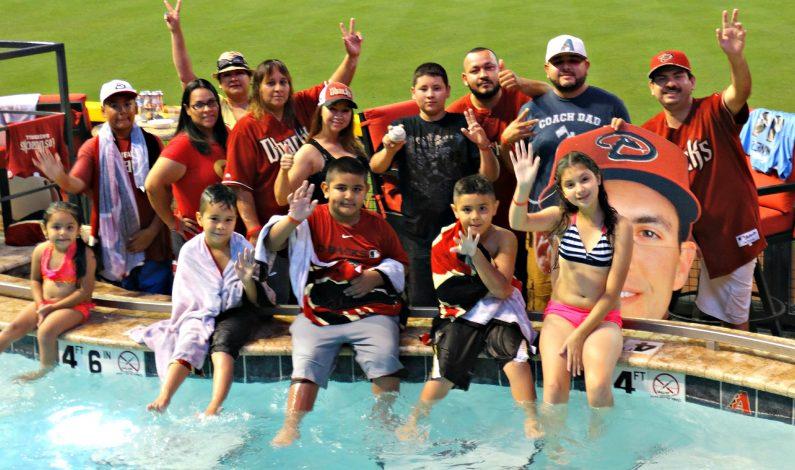 Familias de la CBYL se divierten en el Chase Field
