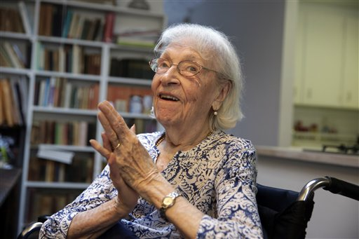 Pintora cubana Carmen Herrera celebra 100 años