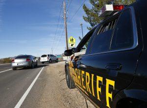 El año pasado se determinó que el sheriff Arpaio siguió realizando redadas antiinmigrantes a pesar de que una orden judicial que se lo prohibía. Foto: AP