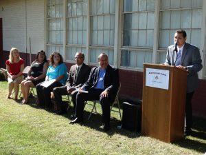 Gabriel Sandoval, director de la Academia del Pueblo durante la ceremonia inaugural. Foto: Mixed Voces
