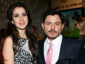 Ernesto Laguardia y su esposa Paty Rodríguez tienen tres pequeños. Foto: Mixed Voces