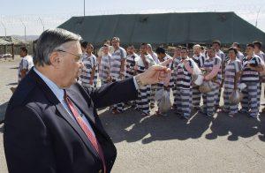 El caso del Departamento de Justicia afirma que los agentes de Arpaio incurrieron en encasillamiento racial. Foto: AP