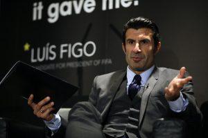 El ex futbolista Luis Figo habla con la prensa el 19 de febrero de 2015 al anunciar su candidatura a la presidencia de la FIFA en Londres. Foto: AP