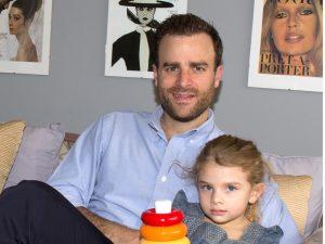 Max Villegas y su hija Victoria. Foto: Cortesía de Fisher-Price