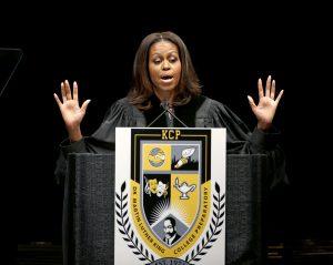 La señora Obama dijo haber recibido de forma positiva la oportunidad de compartir parte de su experiencia en la Casa Blanca con lectores con ideas afines. Foto: AP