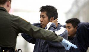 Las detenciones de inmigrantes indocumentados centroamericanos cayeron en un 68 por ciento, incluidas 57 mil 160 de Guatemala, 43 mil 564 de El Salvador y 33 mil 848 de Honduras. Foto: AP