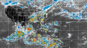 El huracán Andrés, que alcanzó el fin de semana la categoría cuatro en la escala Saffir-Simpson se debilitó ligeramente y ahora tiene vientos de 220 kmph. Foto: Notimex
