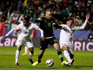 Mexico's Vicente Vuoso , center, fights for the control of the ball with Bolivia's Leonel Morales , left, and Ronald Raldes  during a Copa America Group A soccer match at the Sausalito Stadium in Vina del Mar, Chile, Friday, June 12, 2015. (AP Photo/Ricardo Mazalan)
