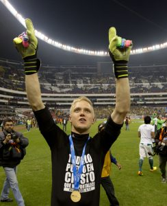 Leon's goalkeeper William Yarbrough celebrates after beating America in the national soccer league championship final match against America in Mexico City, Sunday, Dec. 15, 2013. (AP Photo/Eduardo Verdugo)