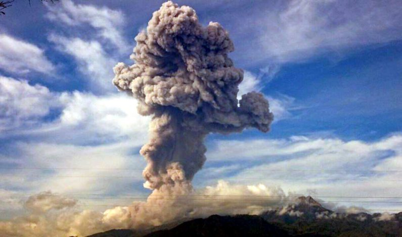 Activan protocolos preventivos por volcán de Colima
