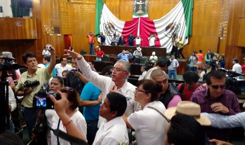 Rector toma el Congreso de Morelos
