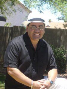 David Muñoz, profesor de Filosofía y Estudios Religiosos en el Chandler Community College, y fundador de Peregrinos y sus letras. Foto: Tomada de Facebook de David Muñoz
