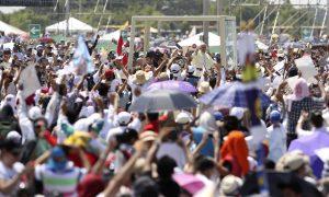 """""""El mejor de los vinos está por venir para cada persona que se arriesga al amor', aseguró el Papa Francisco. Foto: AP"""