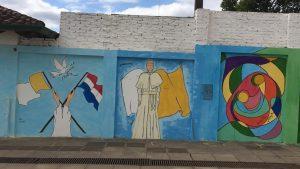 Las calles de Paraguay ilustran la llegada de Francisco al país. Foto: Notimex
