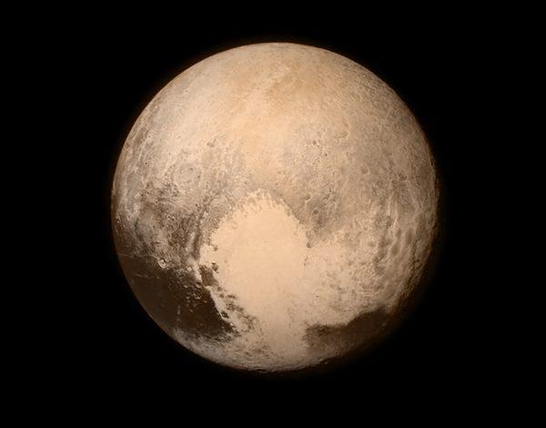 """Primeras fotos de cerca de Plutón son """"algo maravilloso"""""""