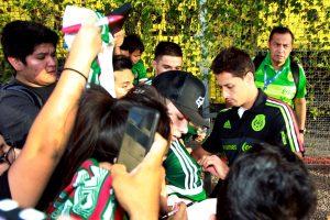 A su llegada a Phoenix el viernes por la tarde, los jugadores fueron recibidos en su hotel por unos 30 aficionados. Foto: Notimex