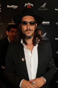 Oscar Jaenada durante la alfombra roja de la onceava entrega de los premios Canacine. Foto: Notimex