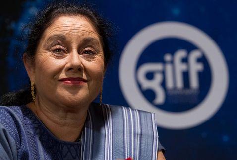 Angélica Aragón llega a sus 62 años a la espera de estrenos