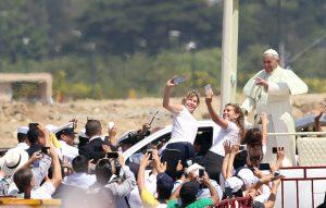 Francisco recordó esta tarde a su madre al referirse al amor de ella por sus hijos. Foto: AP