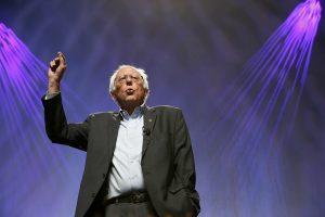 Bernie Sanders, adversario en las primarias demócratas de Hillary Clinton, llamó el lunes a la unidad en torno a la virtual candidata presidencial demócrata