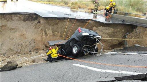 Tormentas en California cortan la autopista a Arizona