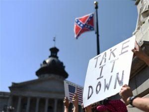 ientras muchos conservadores blancos ven la enseña como un símbolo de orgullo de sus ancestros sureños, para la mayoría de los negros — que suponen más de un tercio de la población del estado — es un oscuro recordatorio de un pasado racista.