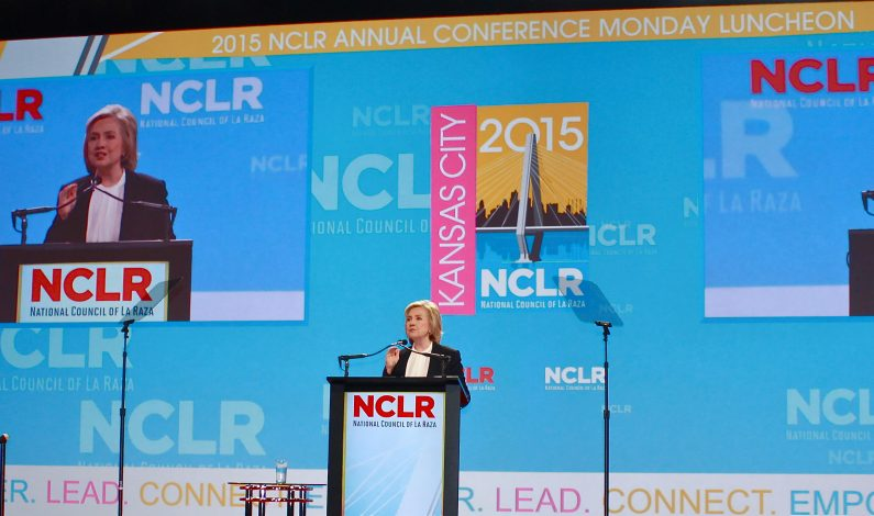 "Clinton se compromete a ""luchar"" por reforma migratoria"