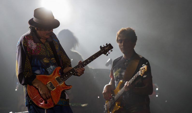 Carlos Santana festeja cumpleaños 68 inmerso en actividad benéfica