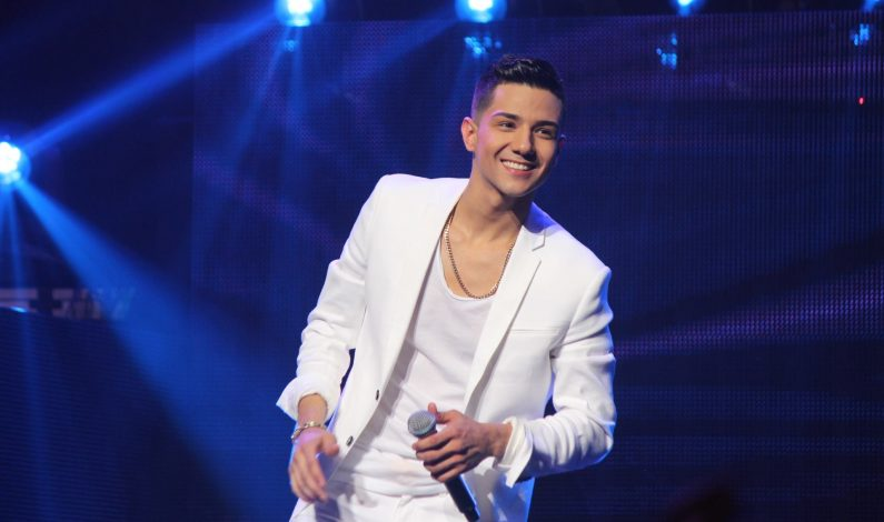 Luis Coronel triunfa en los Premios Juventud