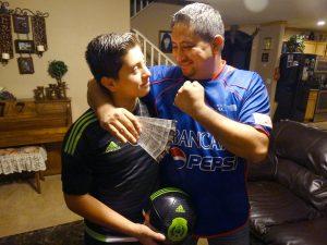 Los dos Juan Pablo esperan que llegue el domingo para apoyar a su selección. Foto: Mixed Voces