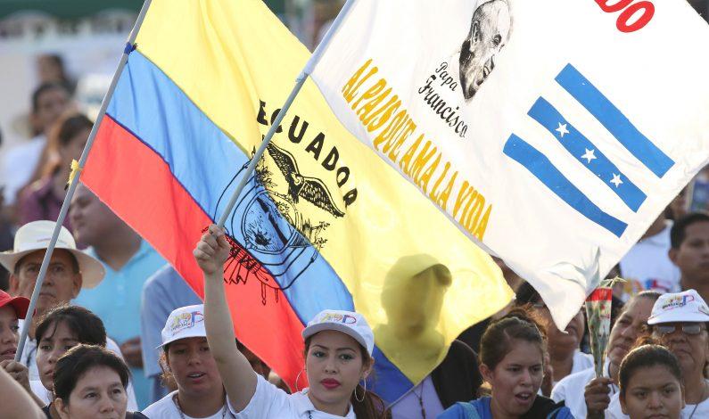 Baño de multitudes para el Papa Francisco en Guayaquil