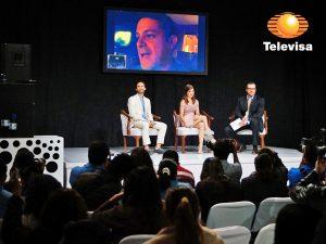 """En enlace vía remota, Alejandro Sanz presentó su tema """"A que no me dejas"""" que musicalizará esta telenovela. Foto: Cortesía de Televisa"""