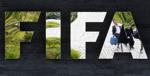 FIFA expulsa de por vida a Blazer por corrupción