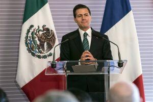 El presidente de México, Enrique Peña Nieto, hace una pausa durante un discurso en las oficinas generales de la Alianza Estratégica Académico-Científica México-Francia. Foto: AP
