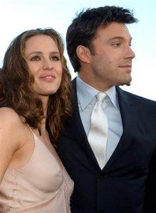 """ennifer Garner, izquierda, y Ben Affleck posan en el estreno de su película """"Daredevil"""" en Los Ángeles. La pareja decidió divorciarse tras 10 años de matrimonio, según anunciaron en una declaración conjunta el martes. Foto: AP"""