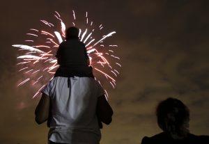 El Departamento de Seguridad Doméstica (DHS) llamó a los estadunidenses a mantener la vigilancia en los eventos como desfiles y festivales públicos. Foto: AP