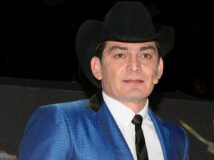 José Manuel Figueroa está devstado por la muerte de su padre.Foto: Cortesía de TV Azteca