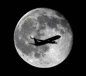 Distintos estudios muestran que la Luna, al igual que la Tierra, tiene una constitución en estratos, y que en un tiempo estuvo en estado fluido, al igual que se encontraba nuestro planeta hace 4500 millones de años. Foto: AP