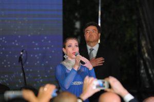 La soprano Irasema Terrazas interpretó el Himno Nacional de Estados Unidos. Foto: Mixed Voces