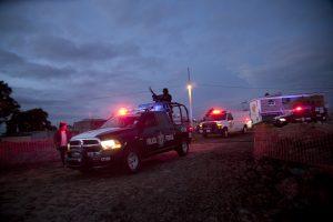 La madrugada del domingo continuaba el patrullaje en las inmediaciones del penal de máxima seguridad. Foto: AP