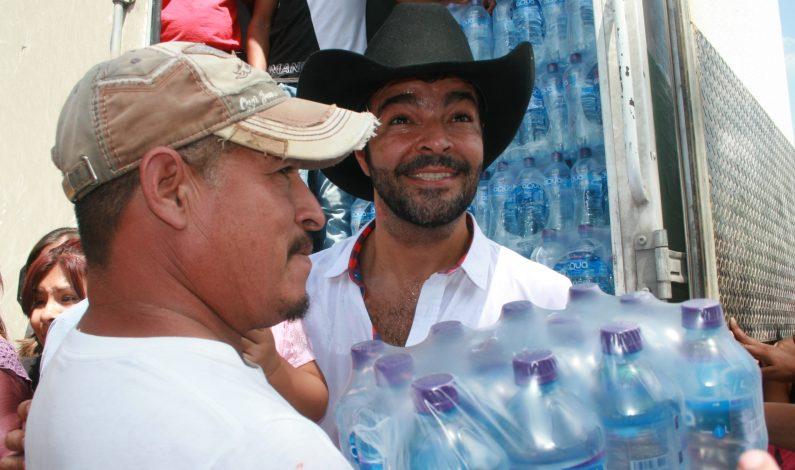 Pablo Montero lleva víveres a damnificados de Acuña